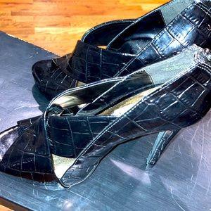 Women's sz 8 Steve Madden black faux patent leather heels